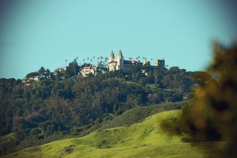 Pacific Coast Highway: Hearst Castle von Weitem