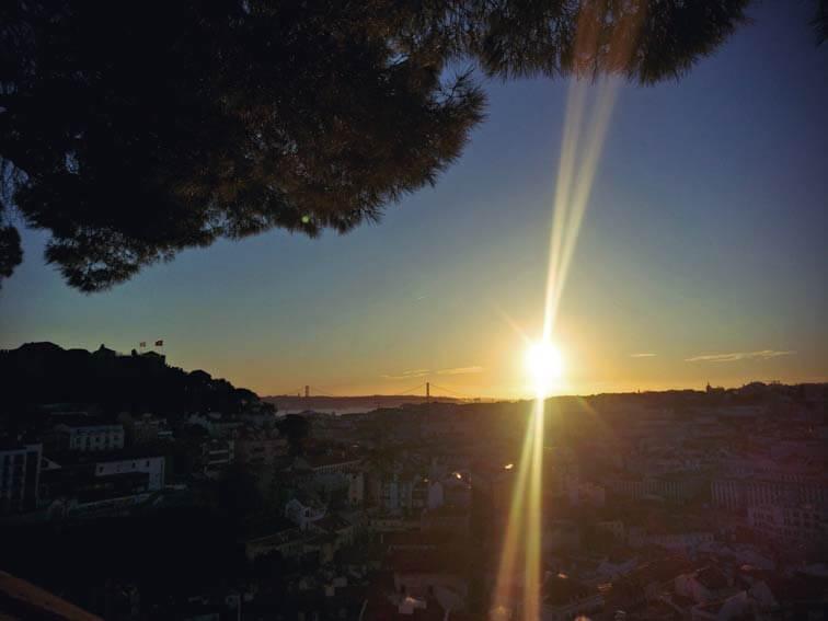 Sonnenuntergang am Miradouro da graca in Lissabon
