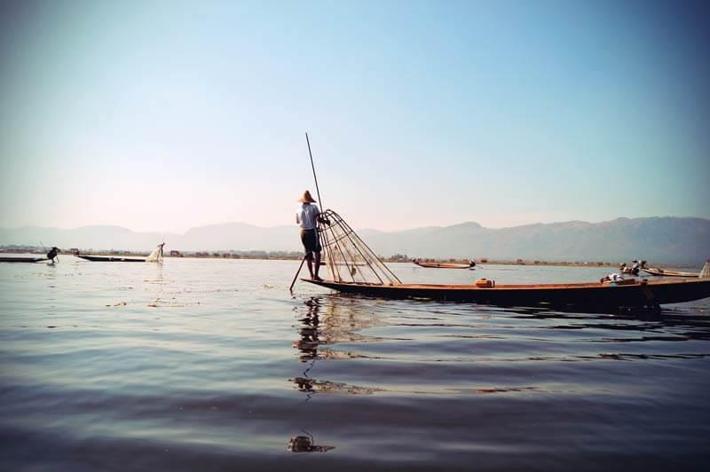 Stelzenfischer am Inle See in Myanmar