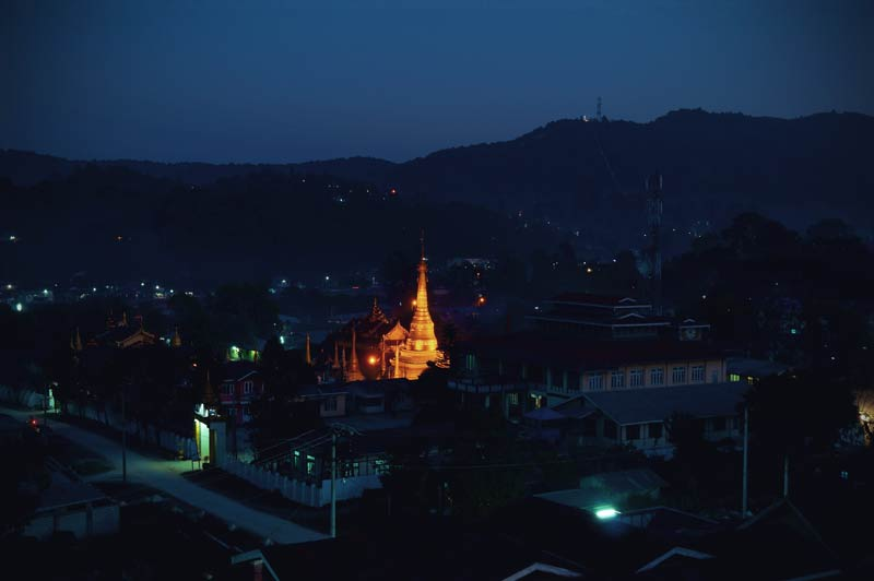 Pagode in Kalaw (Myanmar) bei Nacht