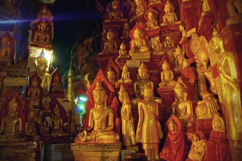 Kalksteinhöhlen in Pindaya in denen über 8.000 Buddhastatuen stehen.