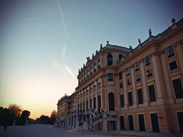 Schloss Schönbrunn in der Abenddämmerung