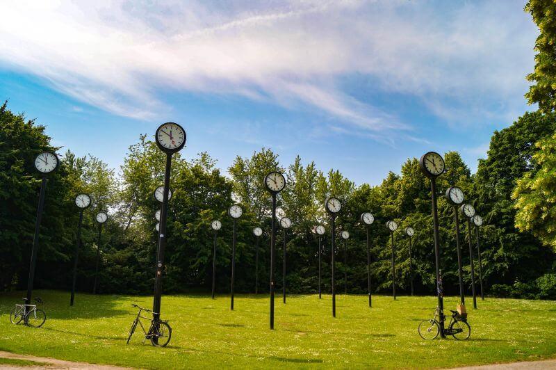 the antique clocks of the Zeitfeld in Düsseldorf
