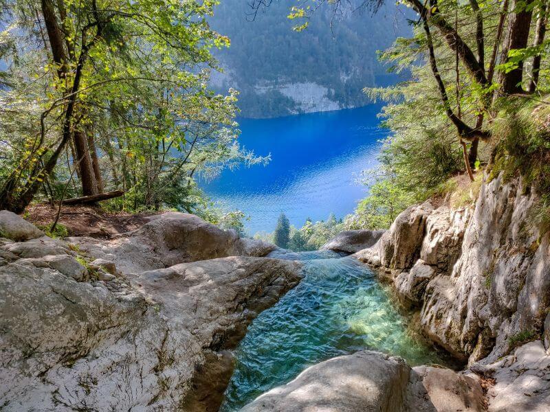 Königssee Sehenswürdigkeiten: Der natürliche Pool am Königsbach Wasserfall