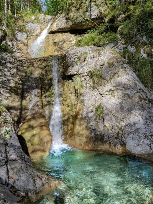 Plateau mit Wasserfall am Königssee