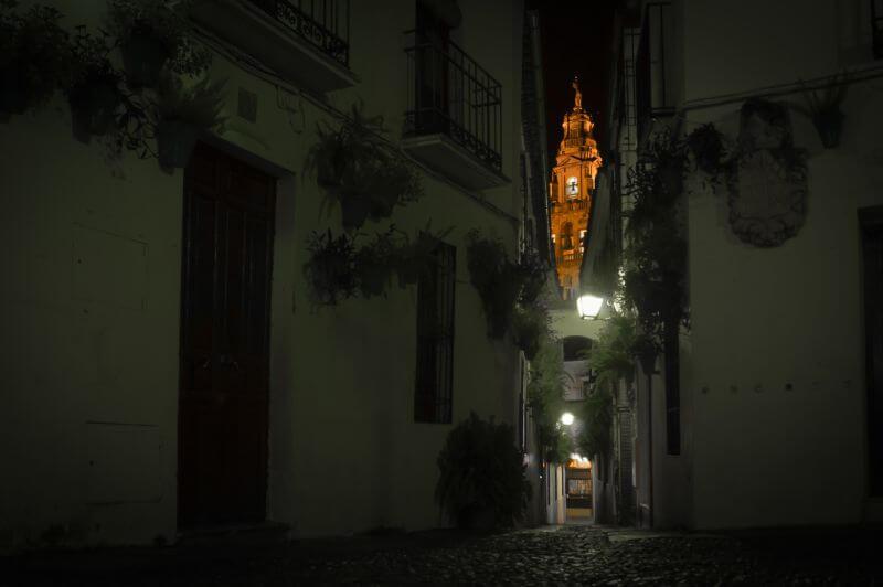 Calleja de las Flores in Cordoba bei Nacht