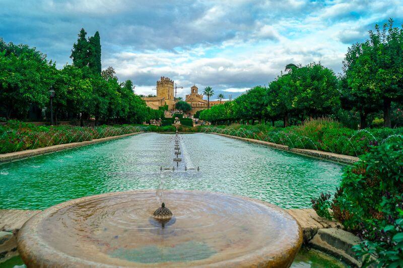 Springbrunnen und Wasser-Basin im Alcazar