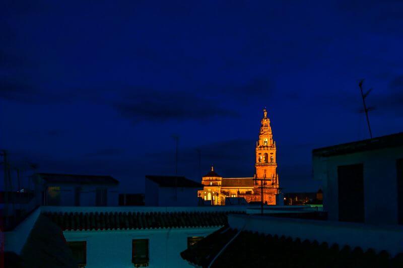 Blick vom Dach des Hospedería Del Atalia bei Nacht