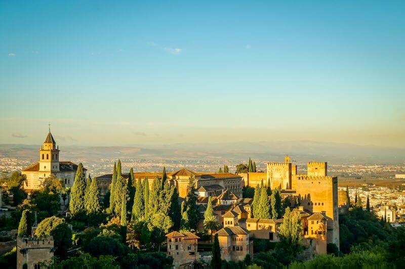 Die von der Morgensonne geküsste Alhambra
