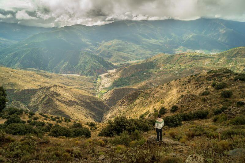 Andalusien Route Blick über die Landschaft der Sierra Nevada