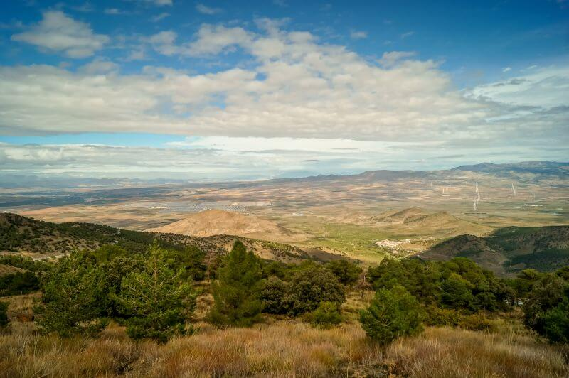 Blick über die Gegend nördlich der Sierra Nevada in Andalusien