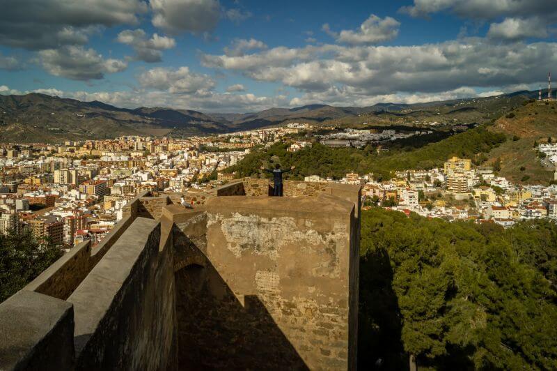 Málaga Tipps Gibralfaro Burgwand mit Ausblick