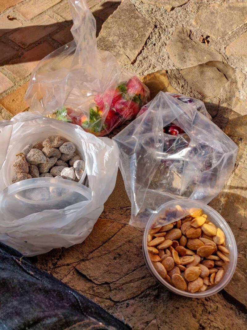 Málaga Tipps Feigen, Mandeln, Kirschen und Erdbeeren vom Markt