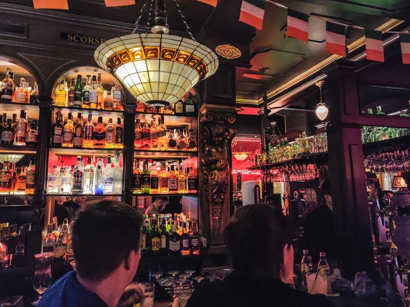 Málage Tipps Bar Sala Premier von innen