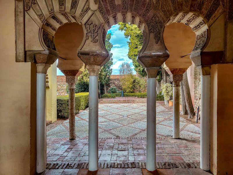 Málaga Tipps maurische Torbögen in der Alcazaba