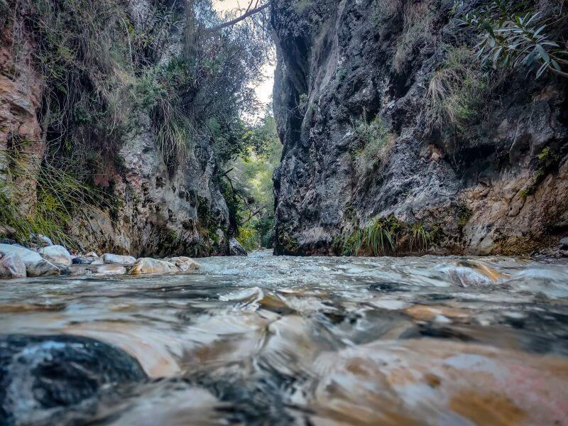 erste Schlucht am Fluss Rio Chillar in Andalusien