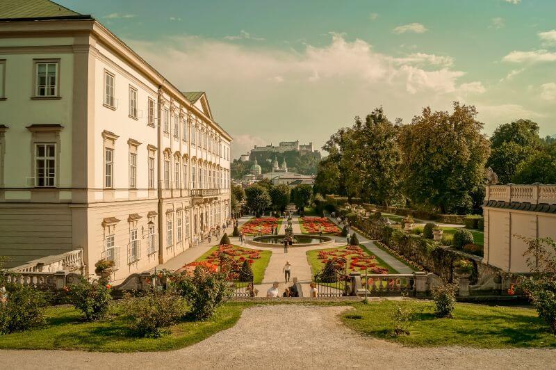 Der Mirabellengarten und das Schloss in Salzburg