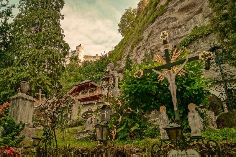 Petersfriedhof graeber in Salzburg