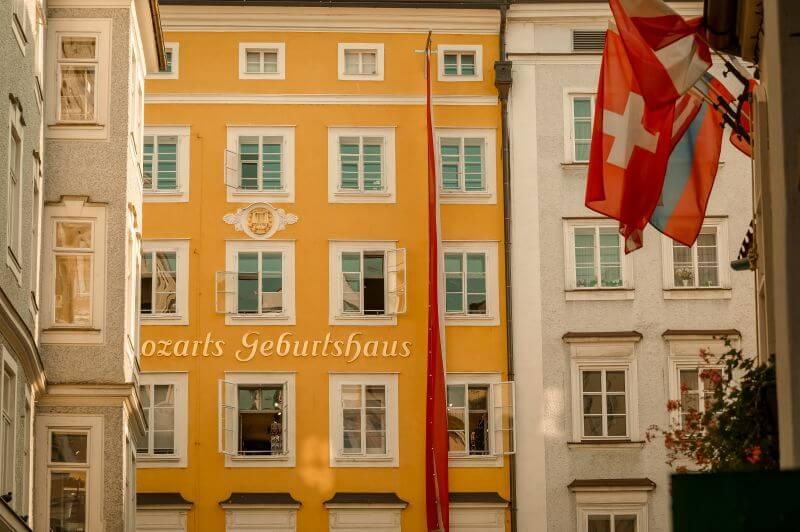 Mozart Geburtshaus Fassade in Salzburg