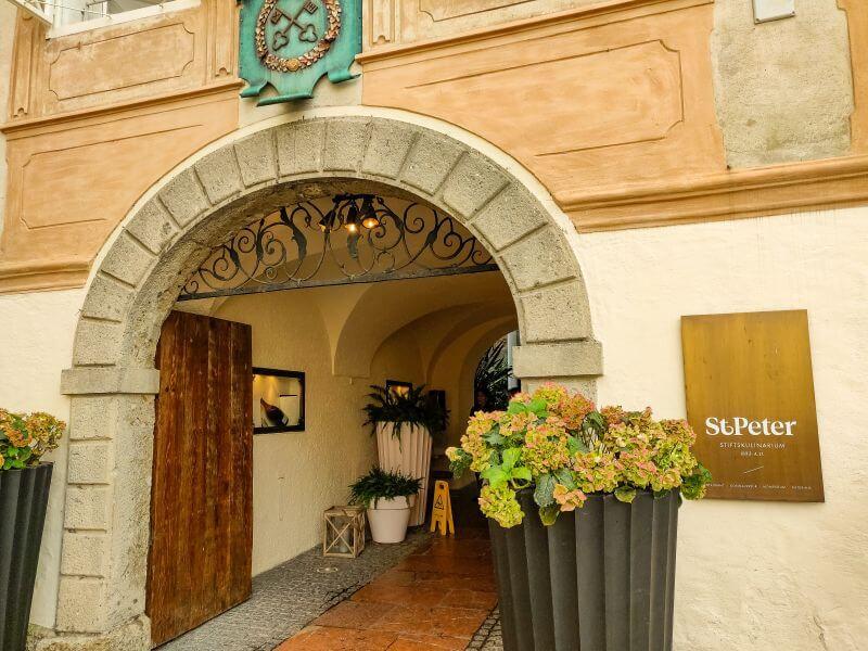 Eintritt zum St. Peter Stiftskulinarium in Salzburg, dem ältesten Restaurant Europas