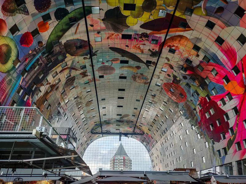 Markthal Rotterdam Gemälde im Inneren