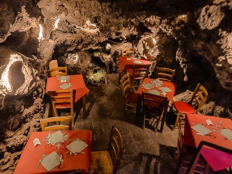 Das unterirdische Restaurant am Fluss von Catania Putia Dell'Ostello