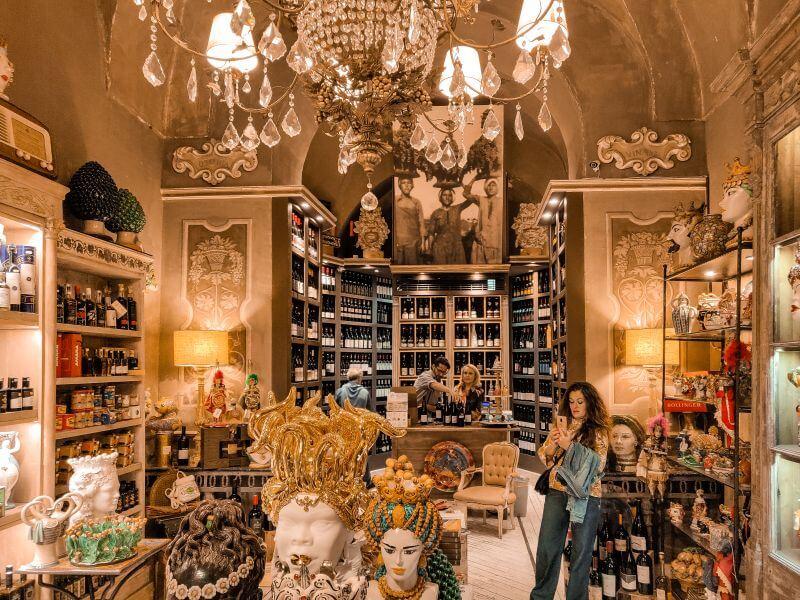 Wine and Charme Weinhandel Verkaufsraum in Catania Sizilien