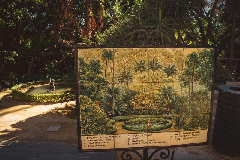 Kleiner Brunnen im botanischen Garten in Malaga