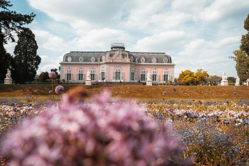 pinkes Schloss Benrath in Düsseldorf