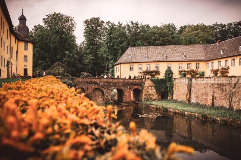Brücke im Innenbereich des Schloss Dyck