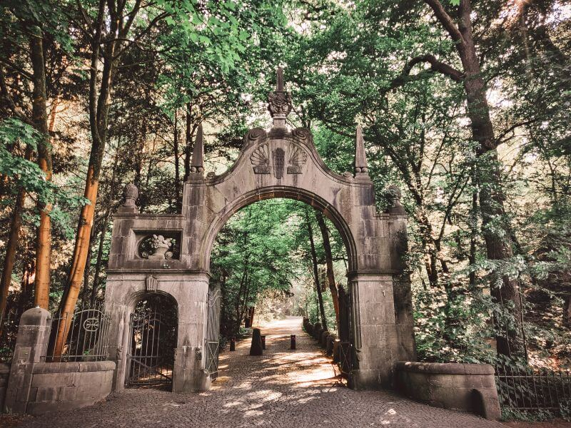Eingangstor bis zum Schloss Landsberg