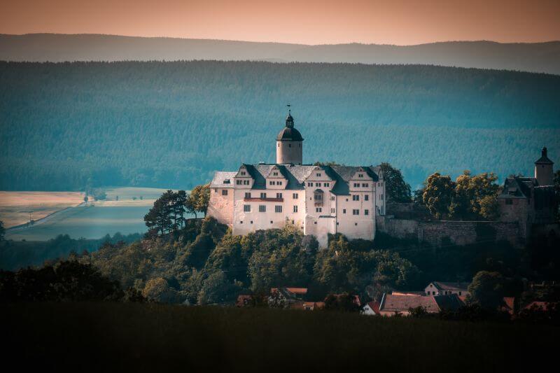 Burg Ranis aus der Distanz fotografiert