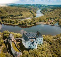 Panorama Blick über Schloss Burgk bis zur Eisbrücke