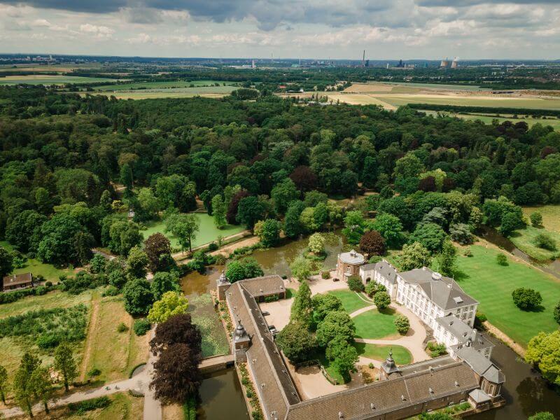 Schloss Heltorf und sein Schlosspark von oben