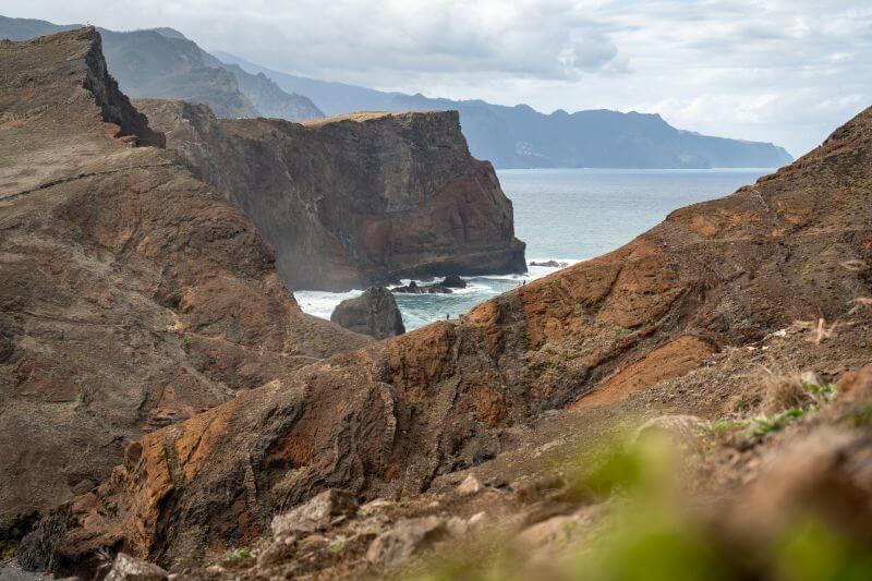 Klippen der Halbinsel Sao Laurenco Wanderer