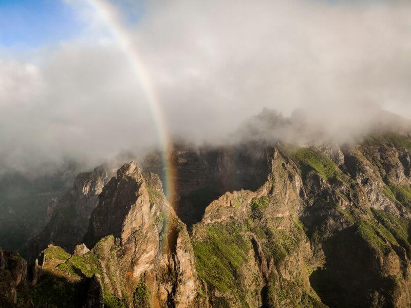 Berge Madeirs mit Regenbogen