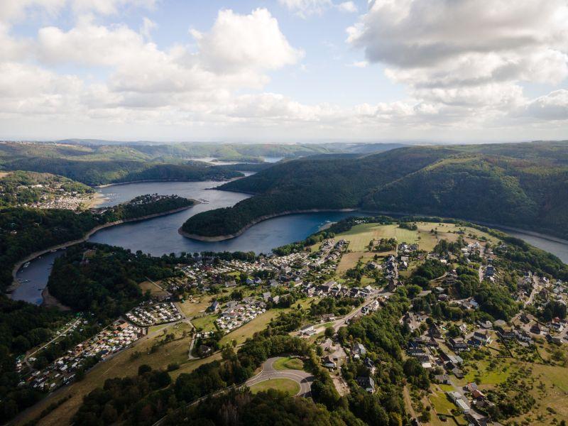 Rur und Urft winden sich durch den Nationalpark Eifel