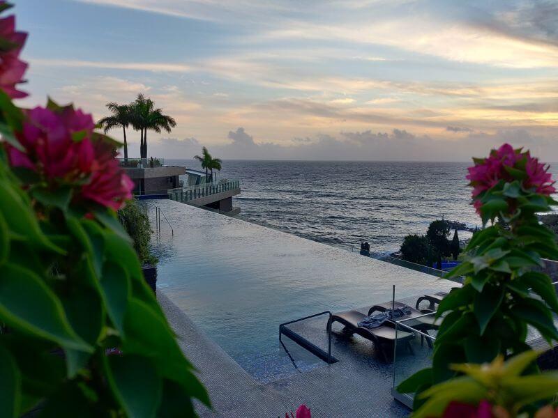 Madeira Unterkuenfte Saccharum Resort & Spa Infinity Pool mit blick aufs meer