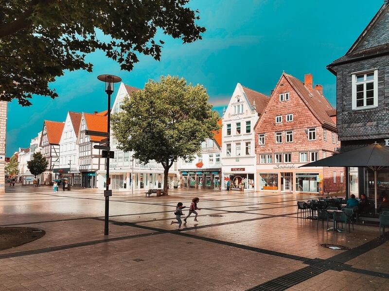 Marktplatz Detmold nach einem Schauer
