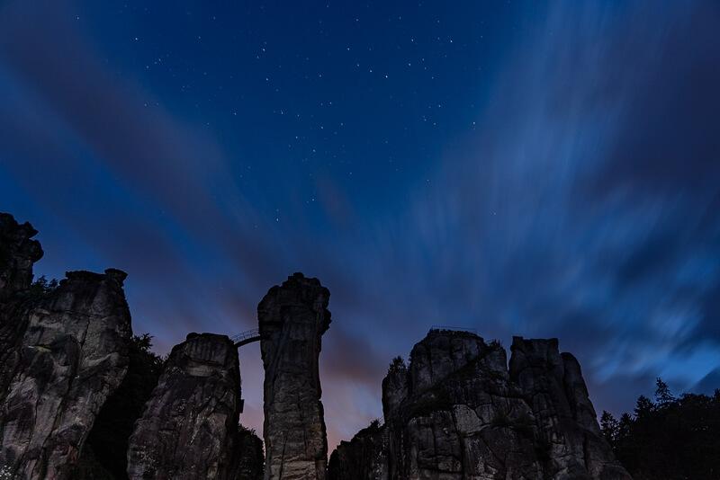 Externsteine bei Nacht